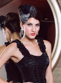Hat Top With Big Crystal Black Net Feathers