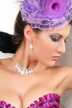 White Pearl And Rhinestone Necklace And Earrings Set