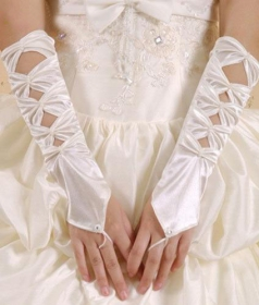 Hollowed-out Ivory Satin Wedding Gloves