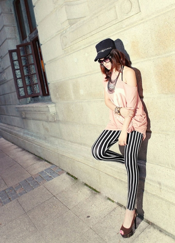 Fashion Woolen Black and White Vertical Striped Leggings